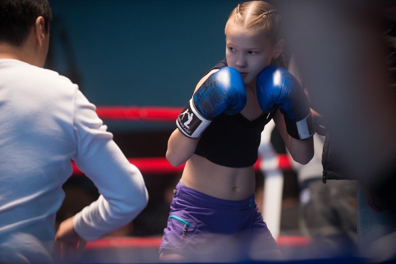 Ezt nem fogod elhinni: egy 8 éves kislány, aki megdöbbentően durván bokszol