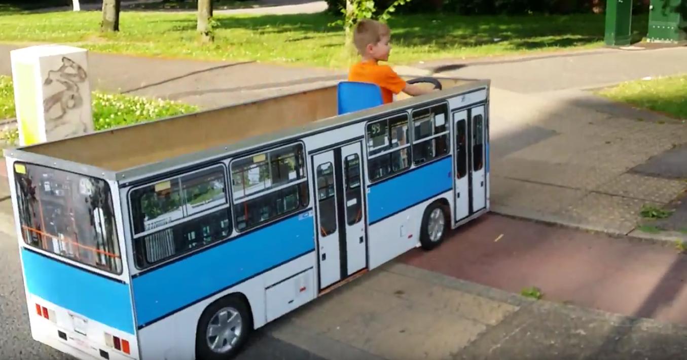 Íme az apa, aki épített a fiának egy Ikarusz buszt