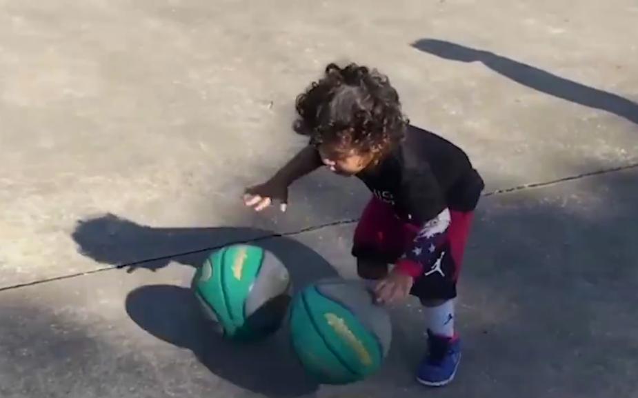 Elképesztő videó: ez a 3 éves gyerek már most jobban kosarazik, mint mi