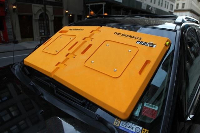 Ha tilosban parkolsz, már a szélvédődet is lebilincselik