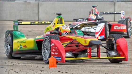 Önvezető autók versenyeznek majd a Formula E futamok előtt - fókusz