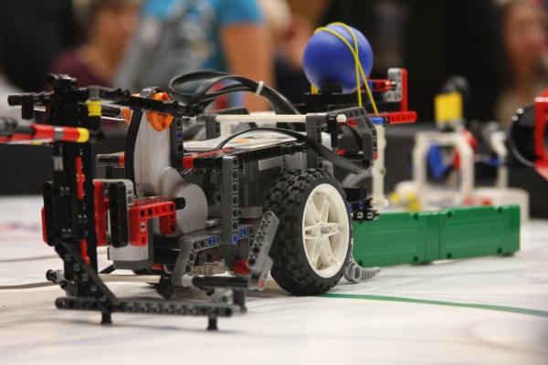 Több ezren tekintették meg Budapest legnagyobb robotversenyét!